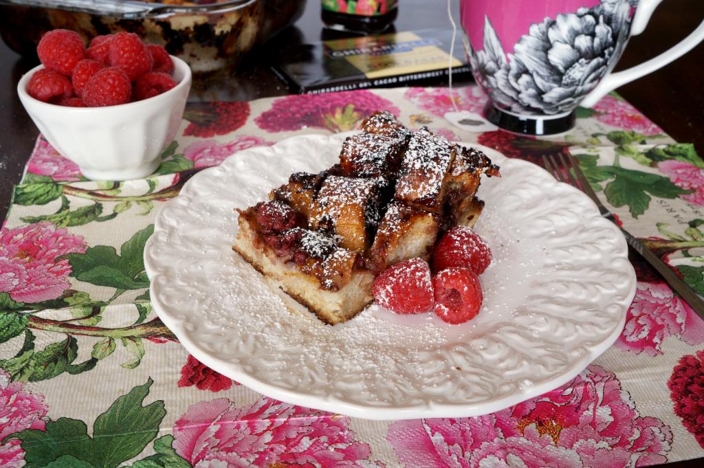 raspberry dark chocolate french toast bake | The Baking Fairy