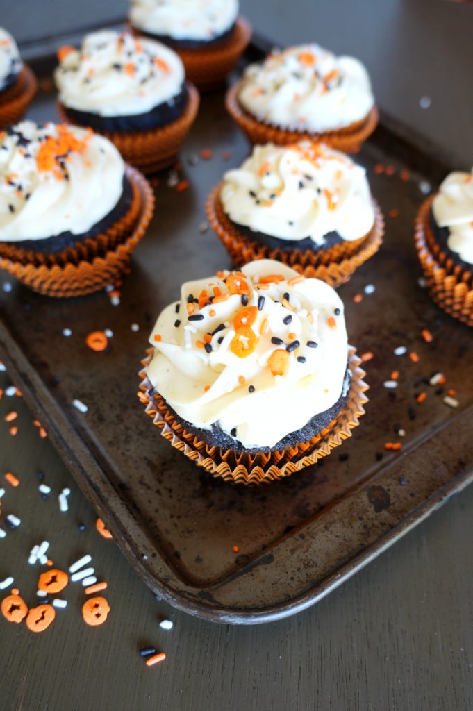 spiced chocolate cupcakes with pumpkin cheesecake frosting | The Baking Fairy