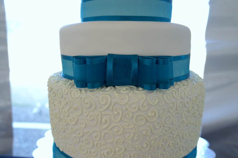 turquoise & white wedding |The Baking Fairy