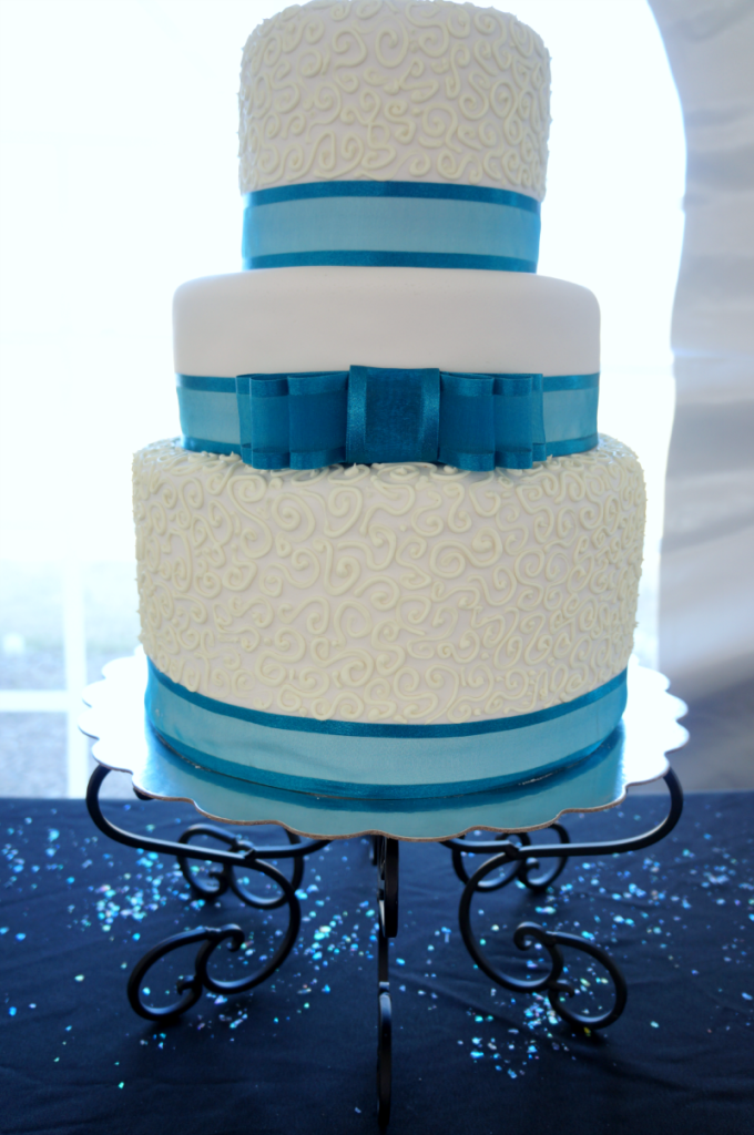 turquoise & white wedding | The Baking Fairy