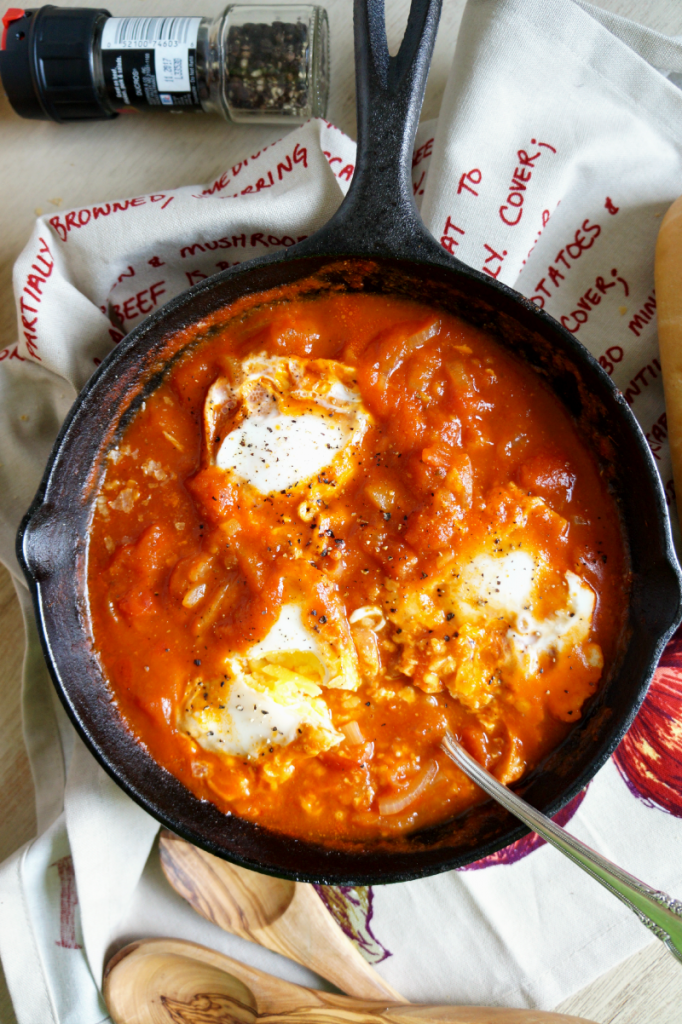 tomato sauce poached eggs