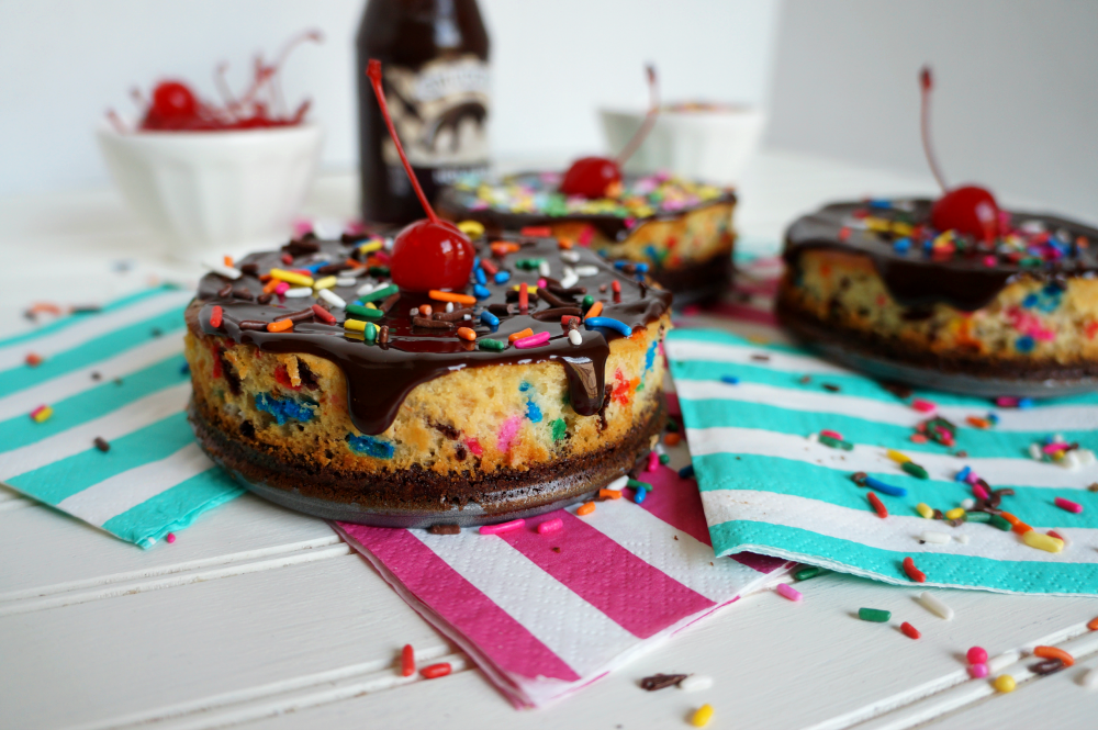mini banana split cheesecakes | The Baking Fairy