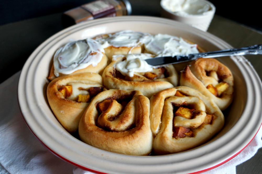 peach cinnamon rolls | The Baking Fairy