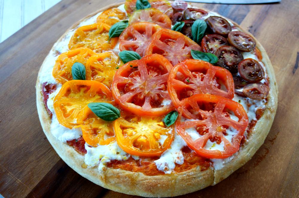 heirloom tomato and burrata pizza   The Baking Fairy