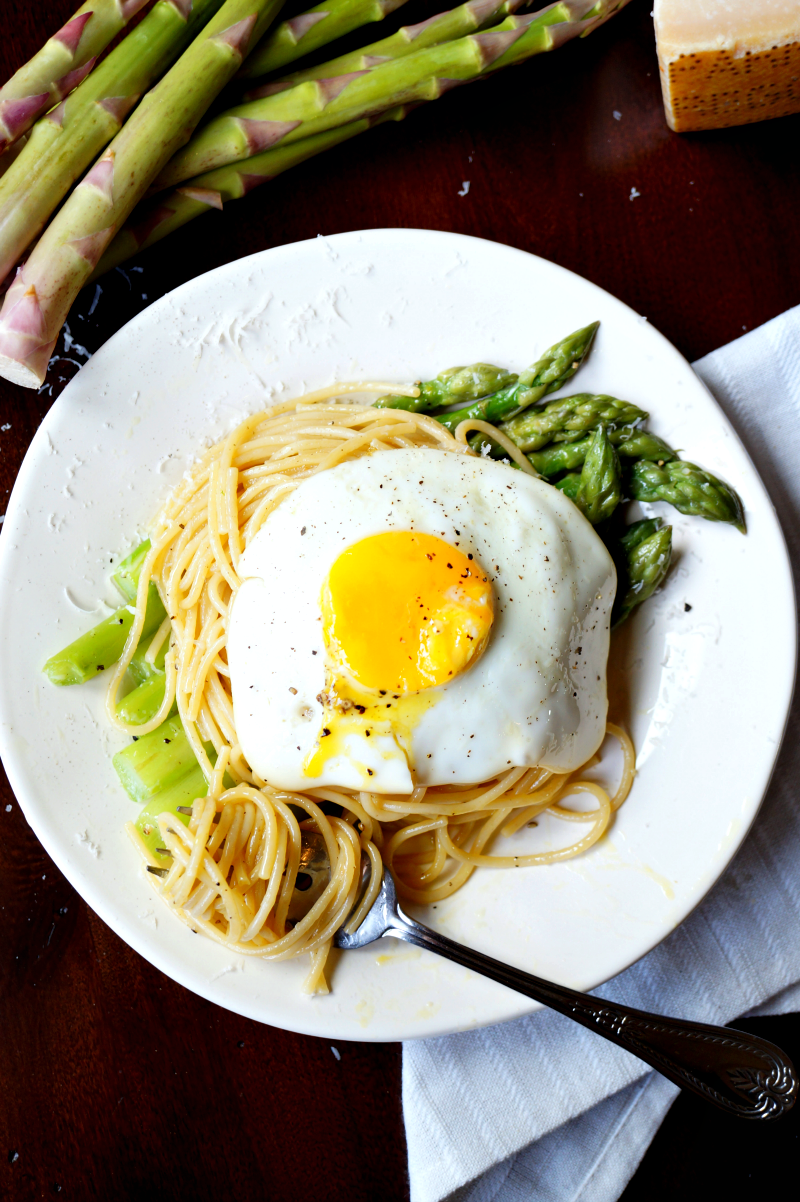 asparagus & fried egg spaghetti | The Baking Fairy