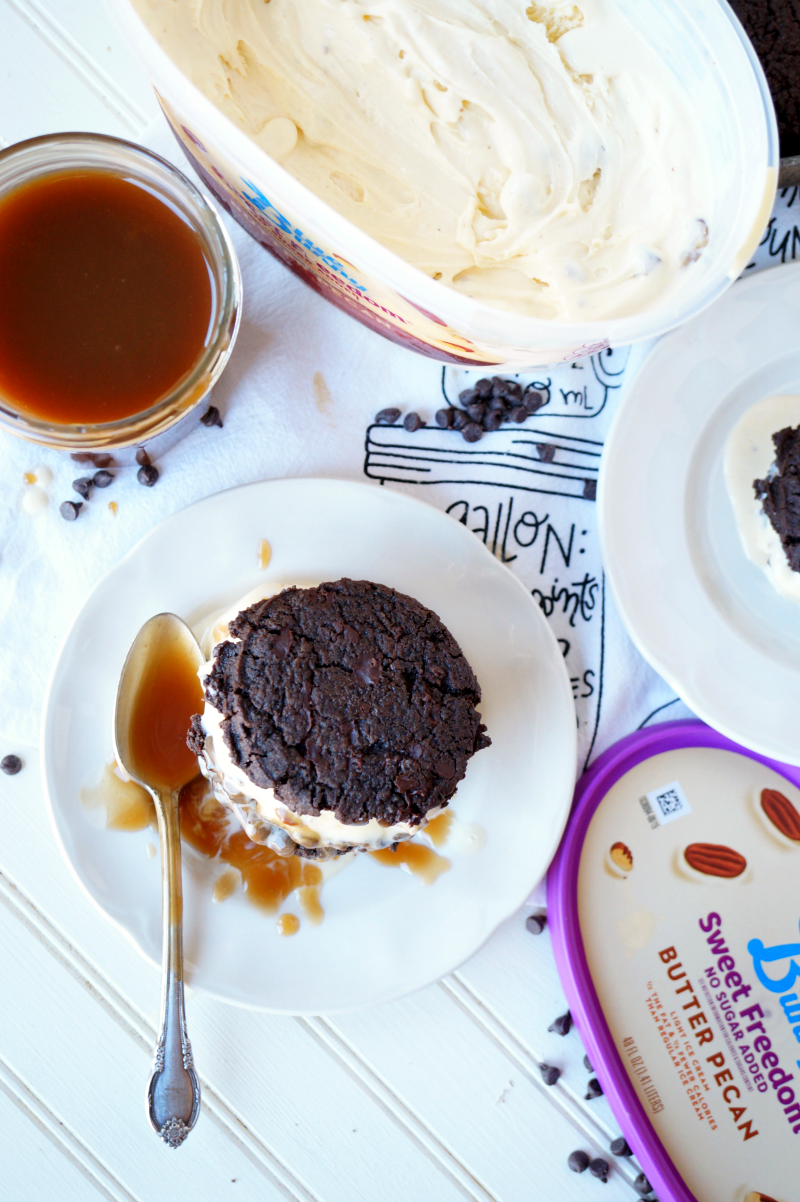 turtle ice cream sandwiches with homemade salted caramel | The Baking Fairy