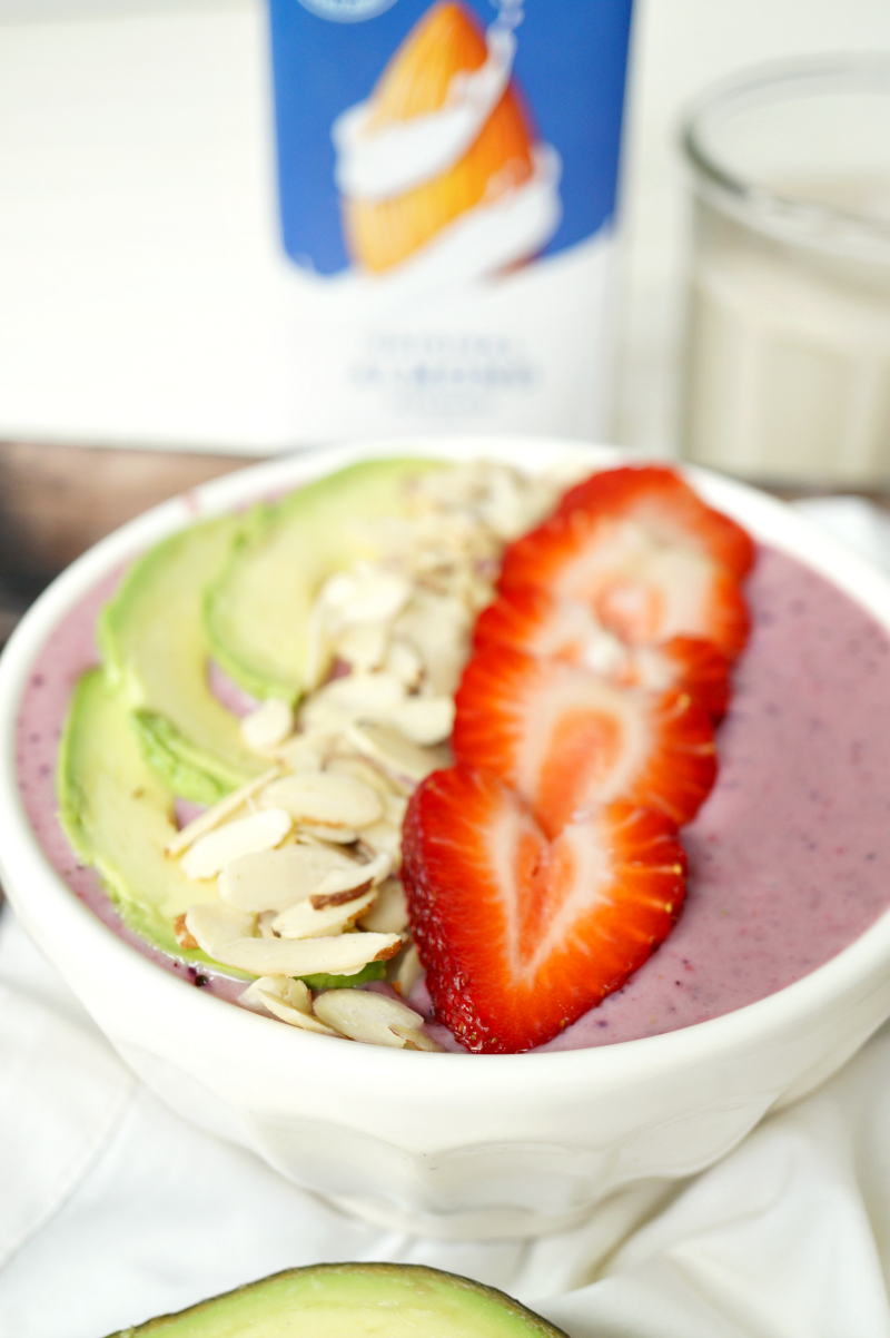 avocado berry smoothie bowl | The Baking Fairy