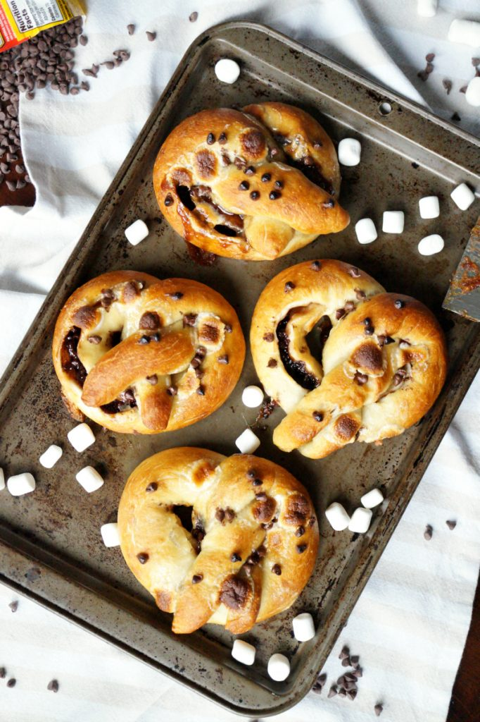 s'mores stuffed pretzels