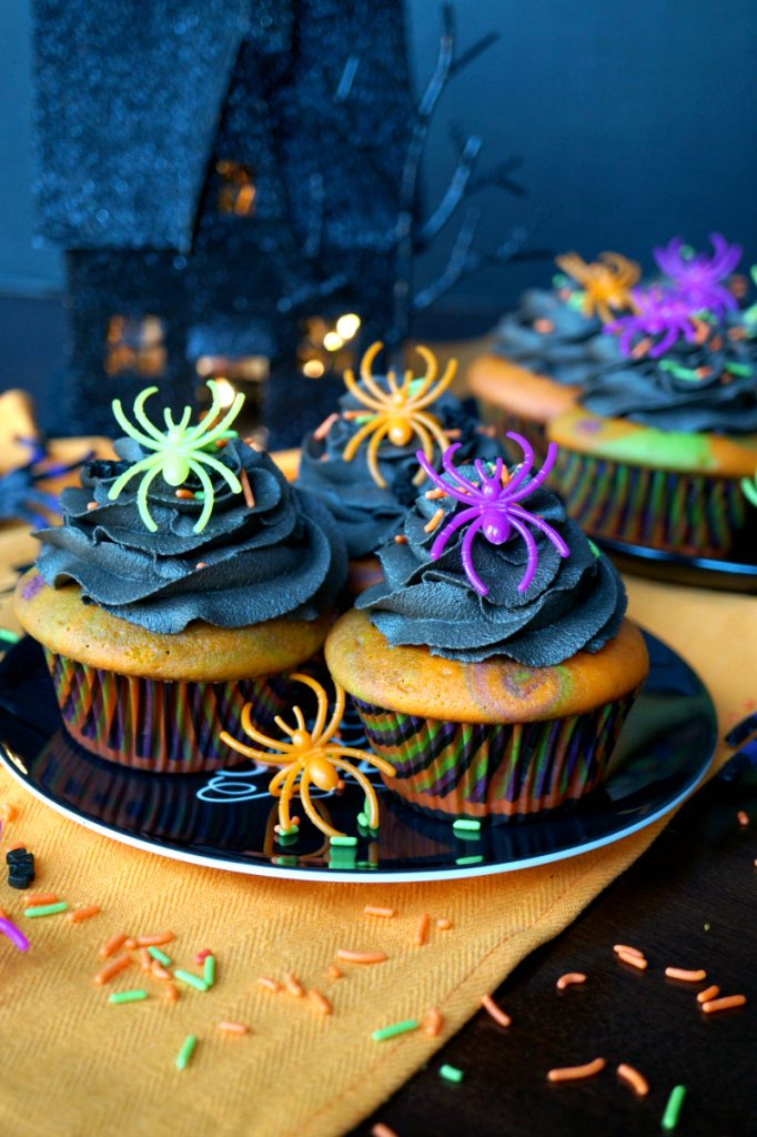 Halloween marble cupcakes with dark chocolate frosting | The Baking Fairy