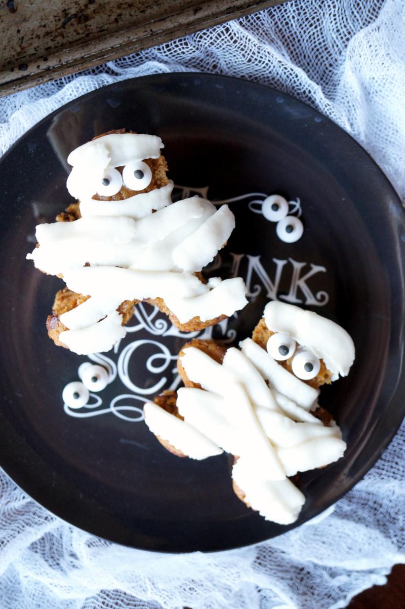 pumpkin chocolate chip mummies   The Baking Fairy