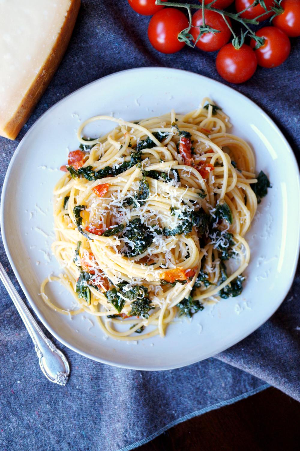 super simple tomato kale spaghetti   The Baking Fairy