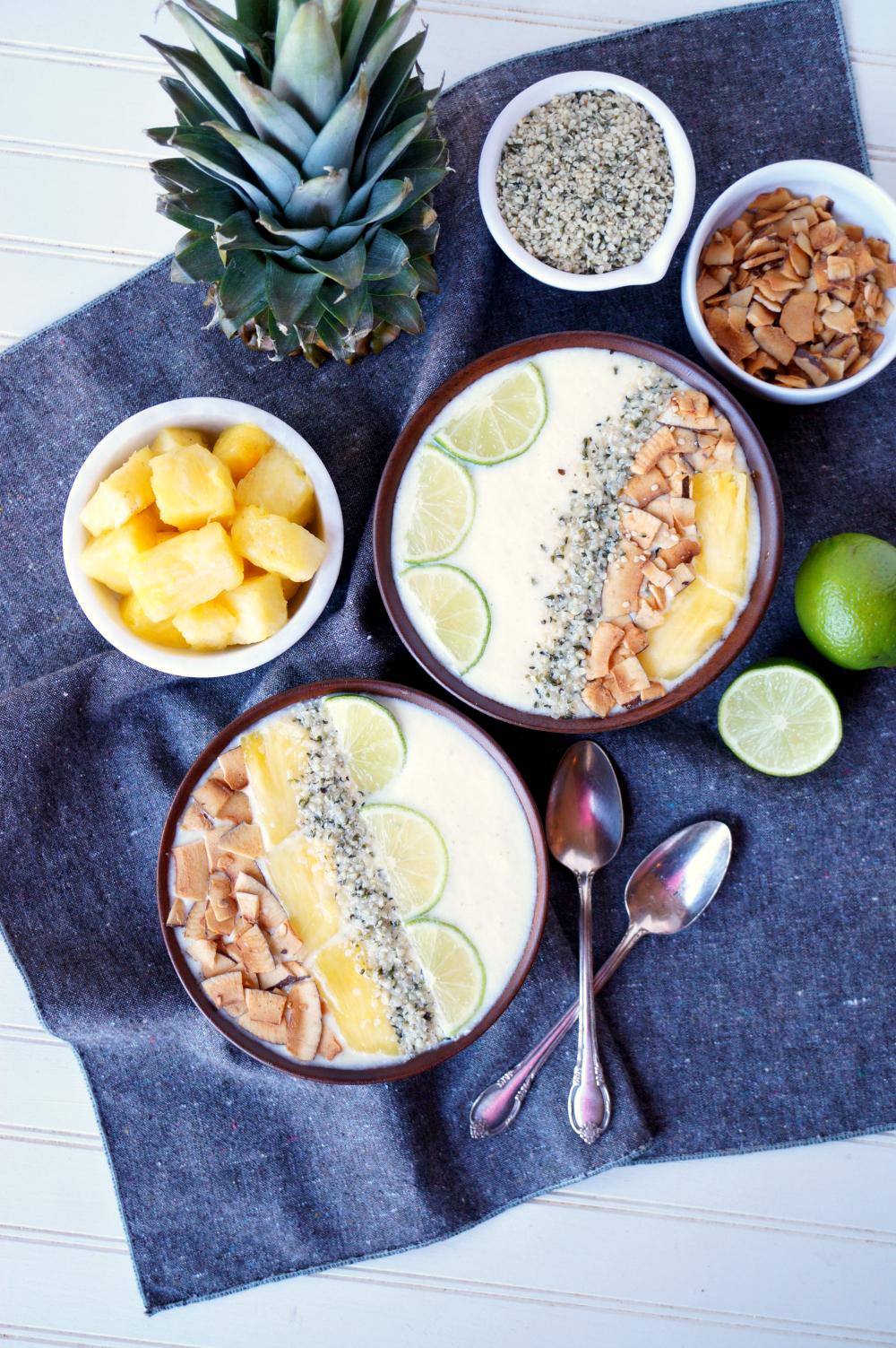 piña colada smoothie bowls
