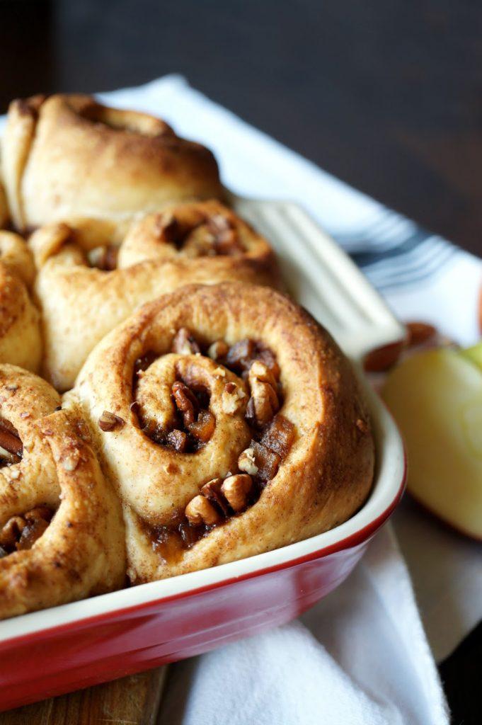 vegan apple pie cinnamon rolls #AppleWeek