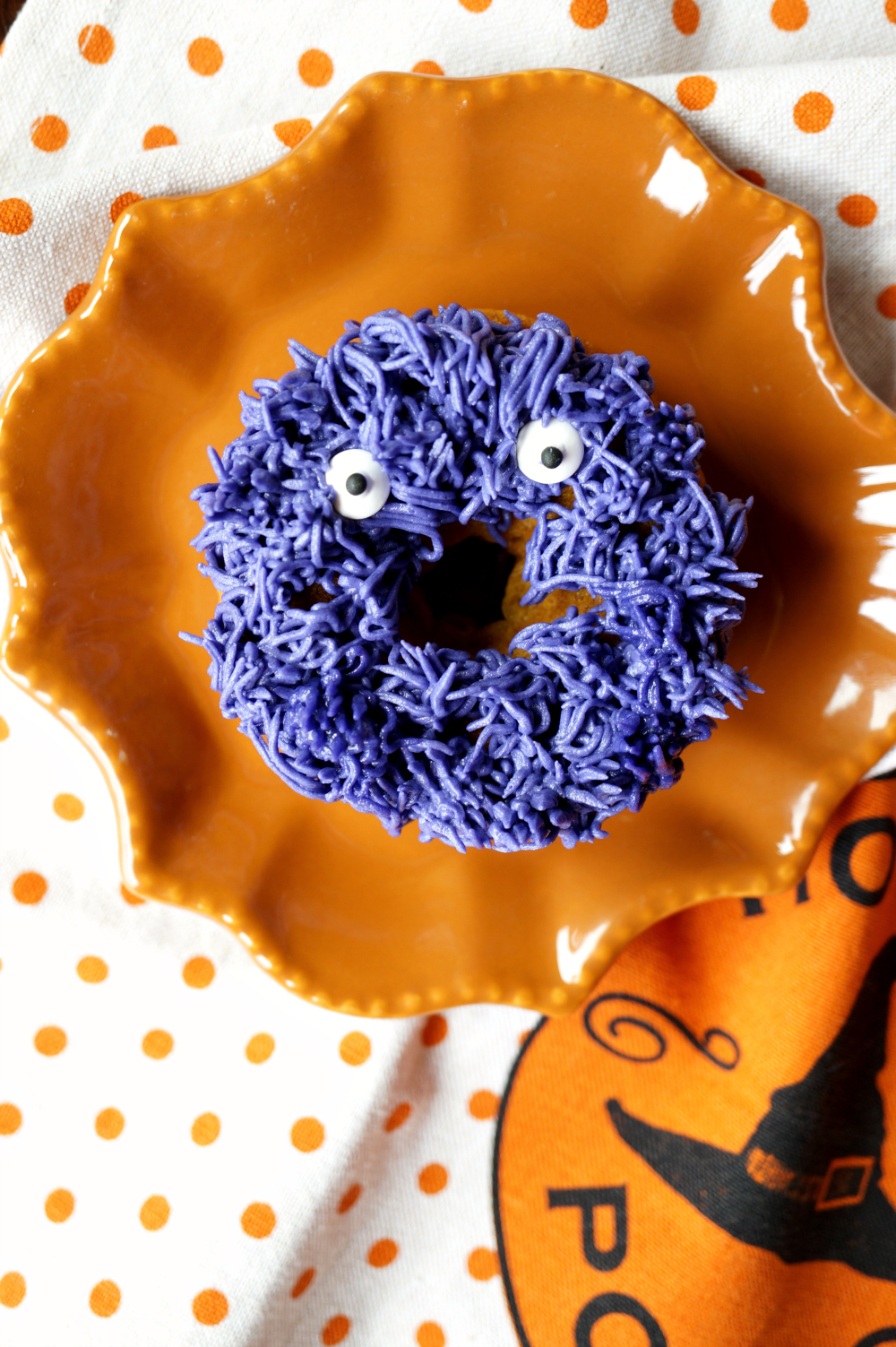 fuzzy monster donuts {pumpkin chocolate chip} | The Baking Fairy #HalloweenSweetsWeek