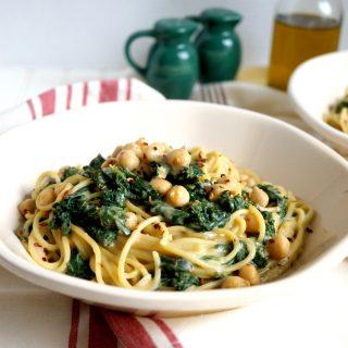 creamy vegan kale & chickpea pasta | The Baking Fairy