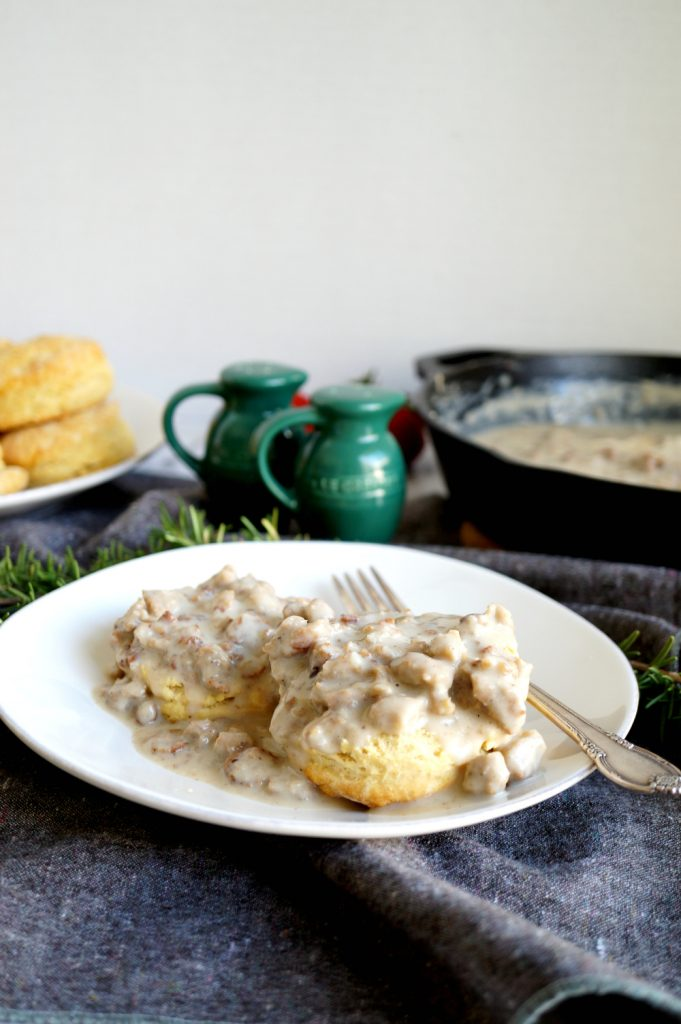 vegan biscuits & gravy | The Baking Fairy #BrunchWeek