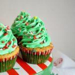 christmas tree cupcake on the stand