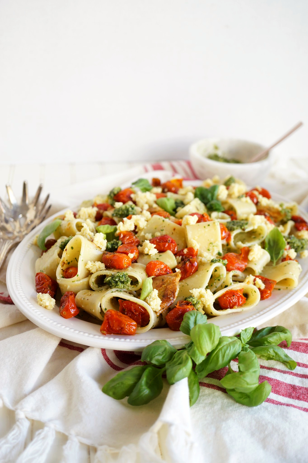 plate of pesto pasta