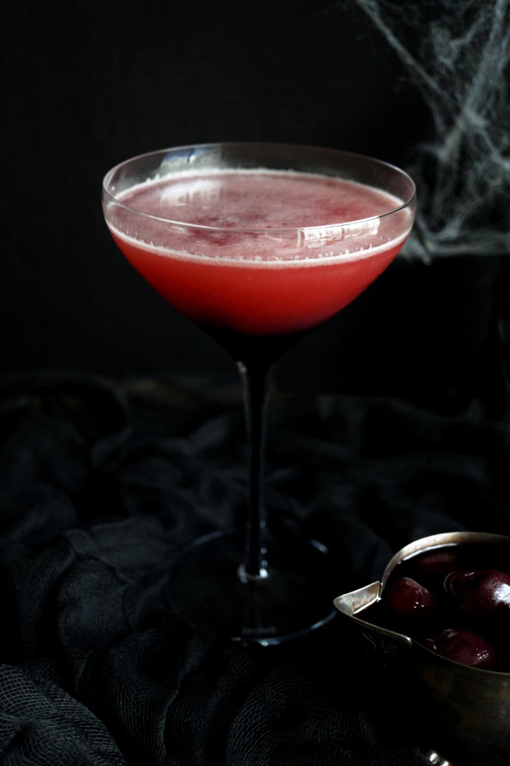 glass of vampire's kiss cockatail