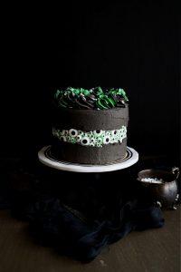 eyeball fault line cake on cake stand
