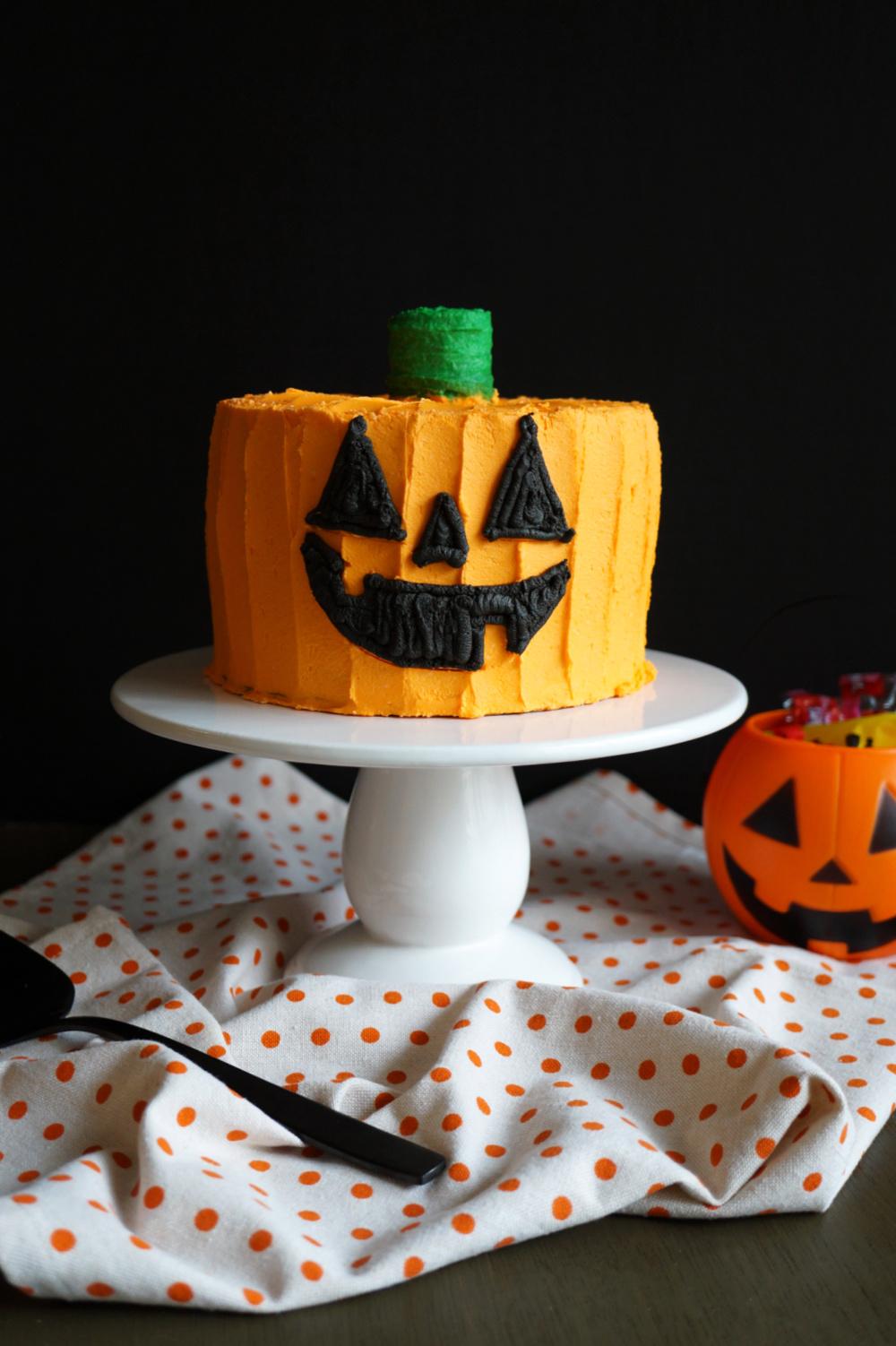 orange cake with jack o'lantern face